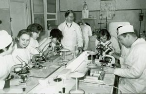 professor-with-students-in-1971