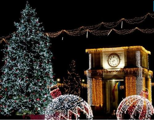 Moldova's population is split between followers of the Russian Orthodox Church, following the Julian calendar, and the Bessarabian Orthodox Church, following the Gregorian calendar. This means, Christmas and New Year's are celebrated twice!